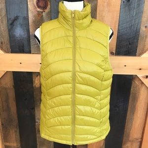 Old Navy zip front puffer vest, size Small